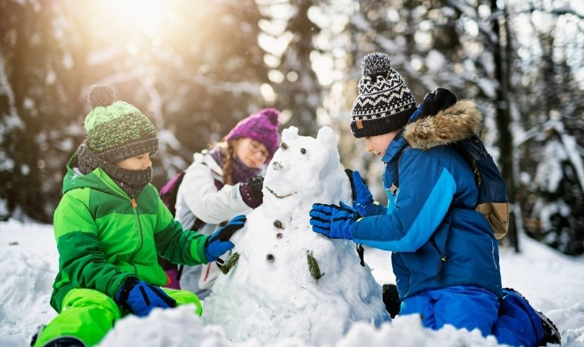 kids building snowman